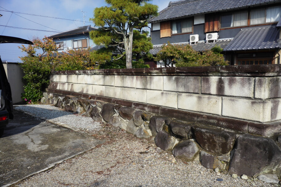 大谷石の外塀老朽化